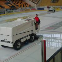 Eisbearbeitungsmaschine Zamboni 552 electric